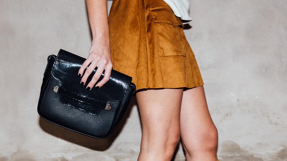 c248eb9f6 O un boyfriend jean, botitas y poncho con el bolso de flecos Marbella, para  un estilo boho de invierno.