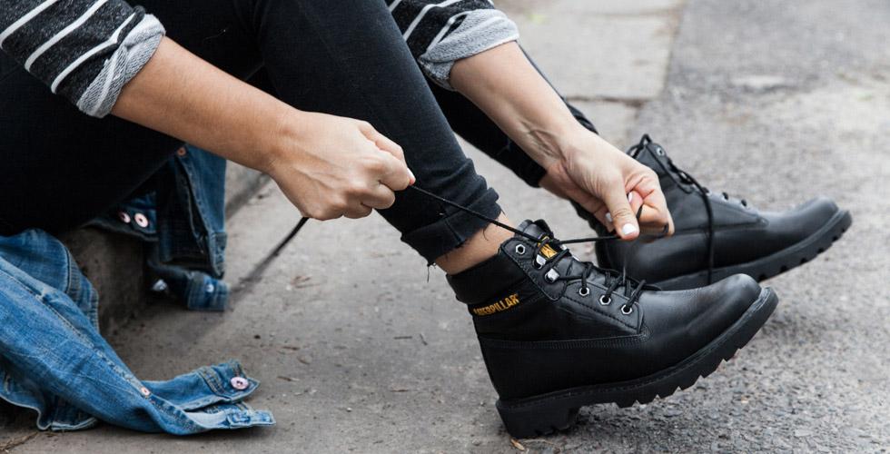 Aquellas fashionistas más osadas pueden ir por un outfit que combine las  biker boots con faldas cortas. Esta es una muy buena forma de darle un  toque sexy y ... d1e511feb13c3